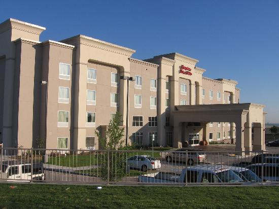 Hampton Inn & Suites Fort Worth-West/I-30: hotel exterior looking toward I-30