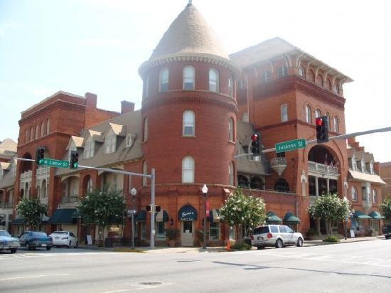 BEST WESTERN PLUS Windsor Hotel Americus: Outside of hotel.