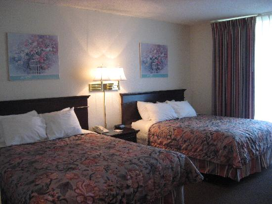 Ramada San Diego North Hotel & Conference Center: Beds