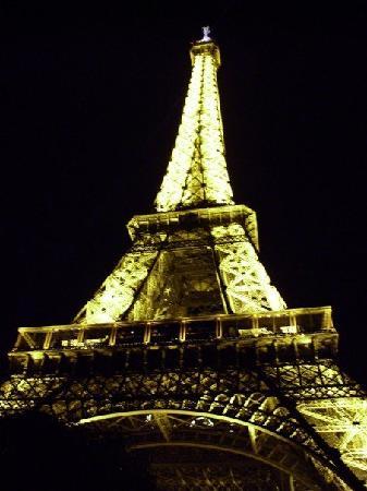 BEST WESTERN Hotel Eiffel Cambronne: eiffel tower