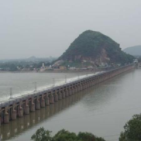 Vijayawada, India: Prakasam Barriage - close view