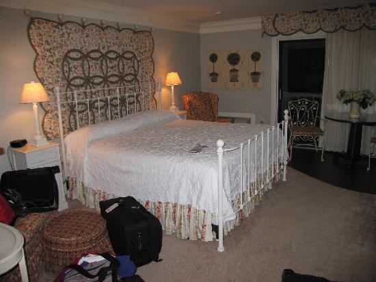 Refuge Inn Room