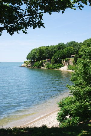 Put in Bay, โอไฮโอ: Cliffside at the South Bass Island State Park (there are awesome campsites on the edge of the cl
