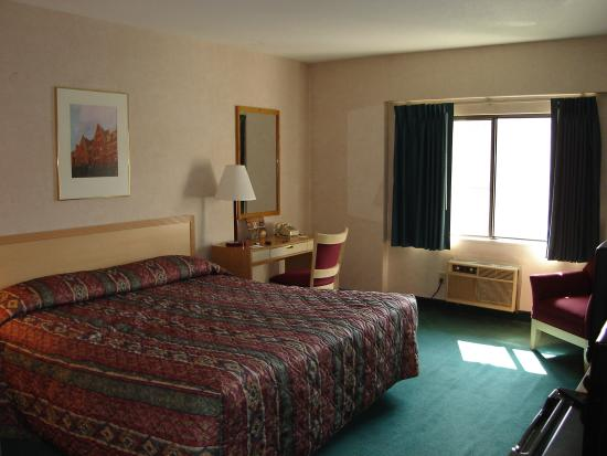 ‪‪Cambridge Gateway Inn‬: Spacious room with King bed‬