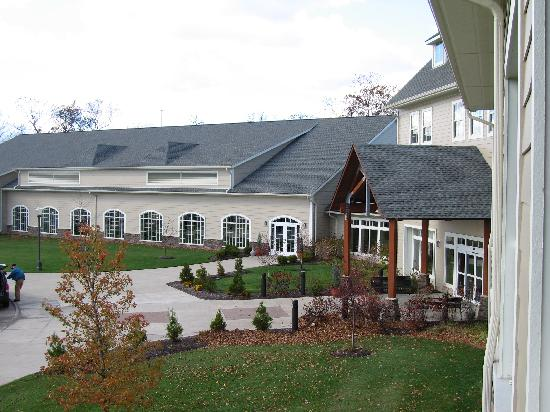 The Lodge at Geneva-on-the-Lake: Hotel from deck