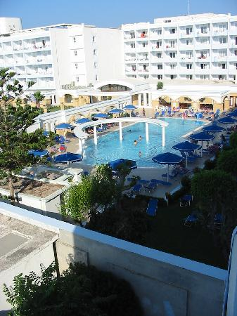 Mitsis Grand Hotel: The front pool