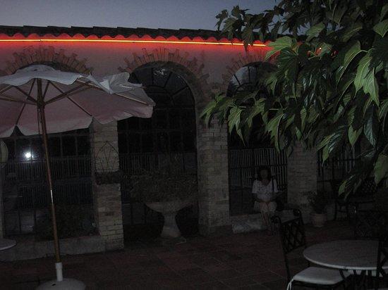 Hotel du Parc: la terrasse le soir