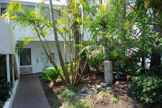 Laguna Beach Lodge: Inner courtyard