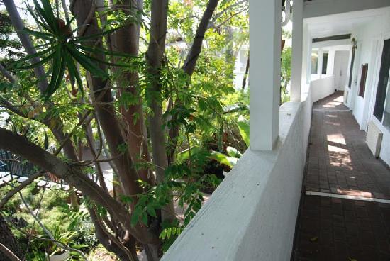 Laguna Beach Lodge: Upstairs hallway