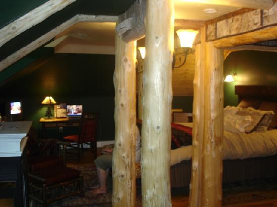 Saranac Inn Golf & Country Club: The Birds Nest Room