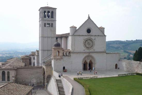 Hotel San Francesco: View of Basilica from west window