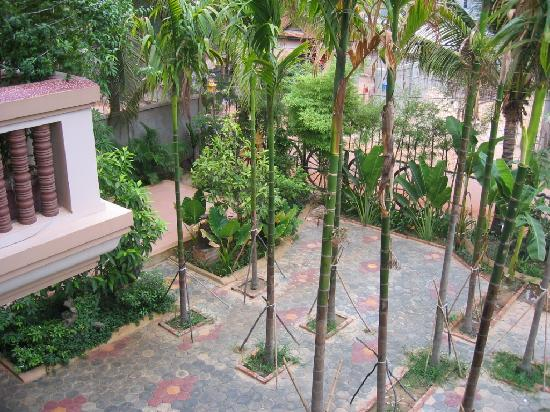 Golden Mango Inn: looking down from the balcony