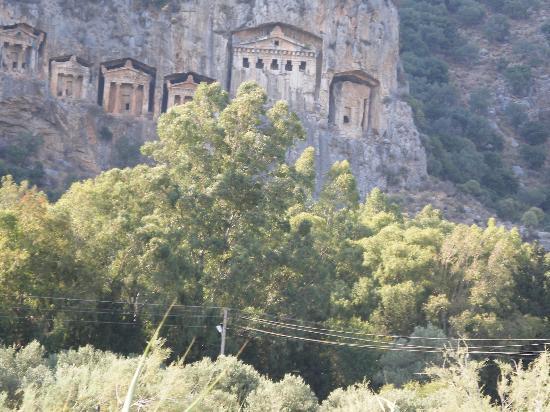 Mehtap Hotel Dalyan: Rock tombs