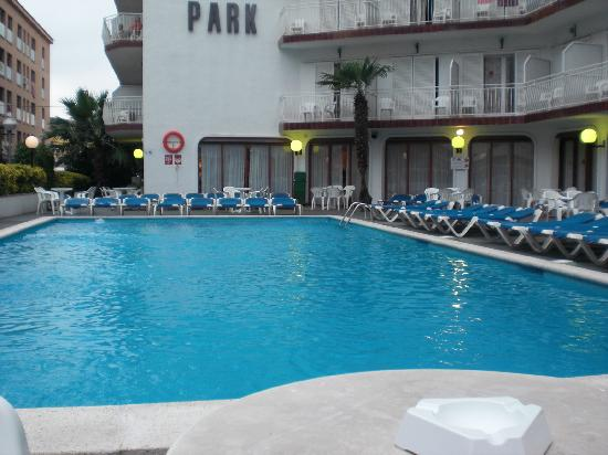 der pool waren nie drin photo de hotel garbi park lloret de mar tripadvisor. Black Bedroom Furniture Sets. Home Design Ideas