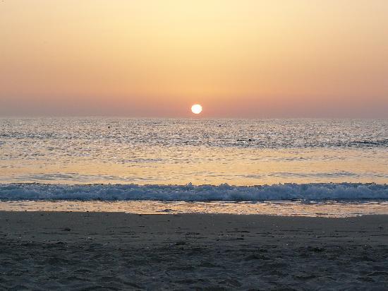 Hotel Riu El Mansour: levé de soleil, plage de l'hôtel
