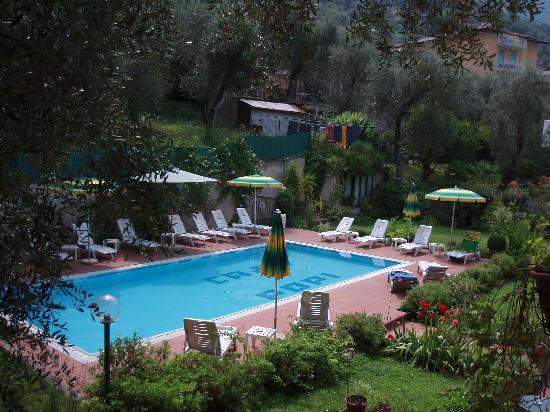 Hotel Garni Casa Popi: The Pool from our room