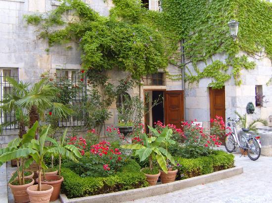 Hotel Castan : Hotel Courtyard
