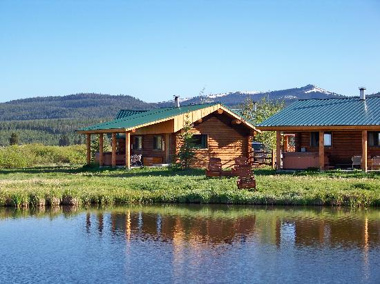 Bar-N-Ranch : a view of the cabins