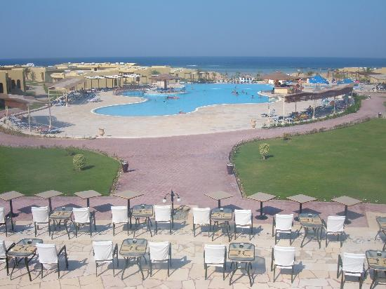 Three Corners Fayrouz Plaza Beach Resort : l'hôtel + piscine