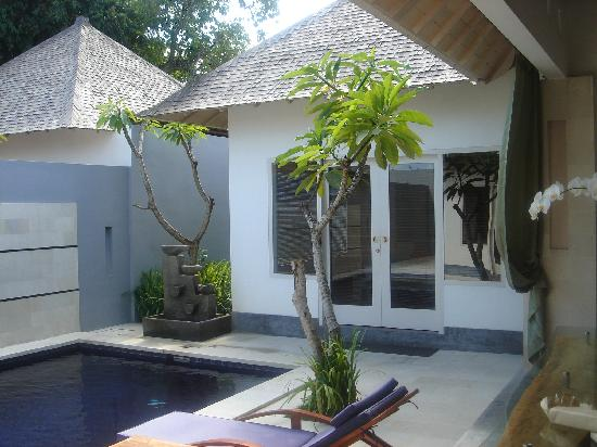 Kamuela Villas Seminyak: View from the lounge to the bedroom