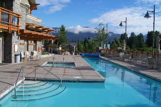 Pan Pacific Whistler Village Centre: Pool area