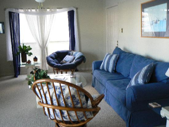 Fortuna Bay Bed & Breakfast : Living room- room 8