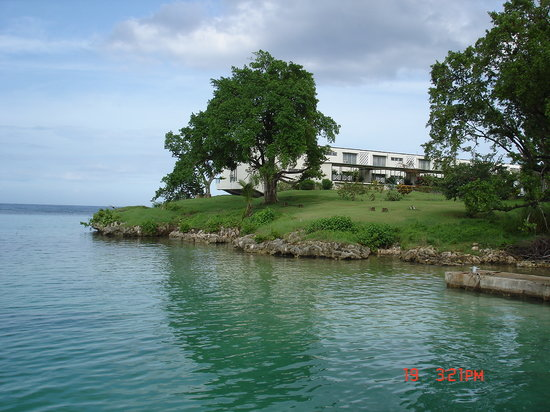 Carib-Ocho Rios: View of Condo from beach area
