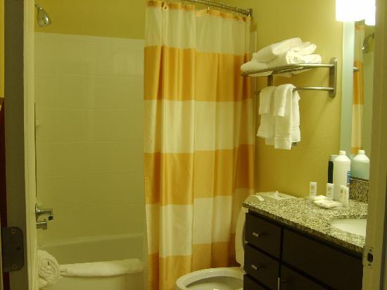TownePlace Suites Huntsville: Bathroom
