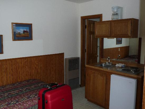 Hillcrest Cottages : A stove and fridge.  We had two double and that twin