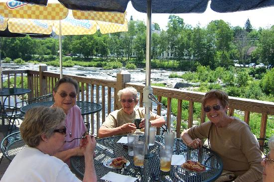 Miller's Cafe and Bakery: Lunch on the Deck!