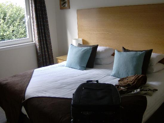 Fountain Court Apartments - Harris: Bedroom