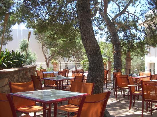 Cala Ferrera, Hiszpania: outdoor dining at the apartment