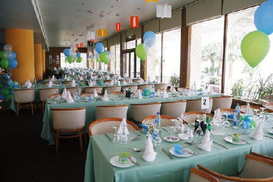 Golden Bay Beach Hotel: table arrangement