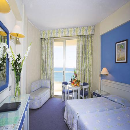 Golden Bay Beach Hotel: the room