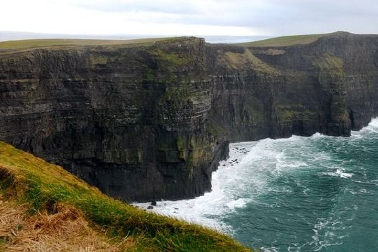 Lisdoonvarna, Ιρλανδία: Location shot - Cliffs of Moher