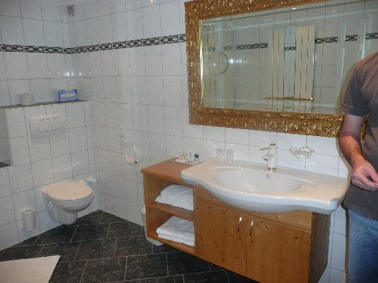 Alpensporthotel Neustifterhof: Bathroom