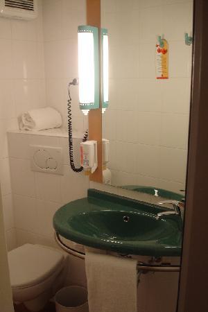 Ibis Bonn: Bathroom