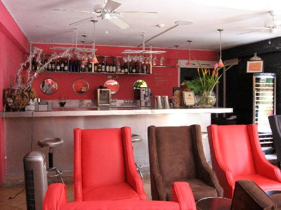Altamont West Hotel: Wine With Me - Bar