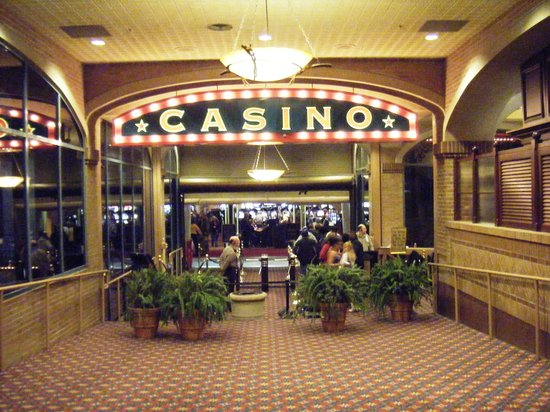 Ameristar Casino Hotel: The walkway into the casino