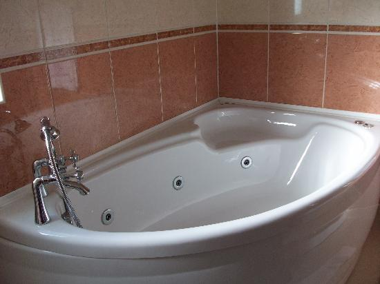 The Haven Hotel: Now this bath IS lovely
