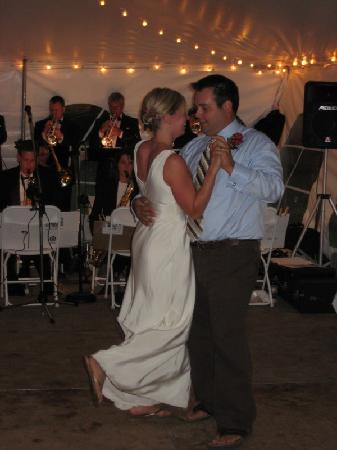 Silver Rapids Lodge: Wedding dance in the tent