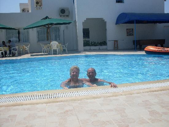 Hotel Les Citronniers: us in hotel pool
