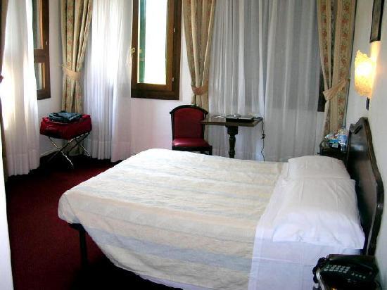 Hotel Cristallo -- Lido: Nice size corner room