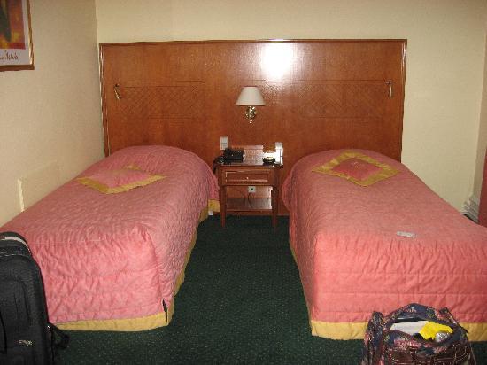 Hotel Du Nord Copenhagen: Rm 103(?) 2 of th 3 beds