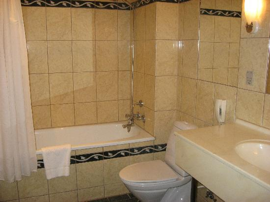 Hotel Du Nord Copenhagen: Rm 103(?) bathroom