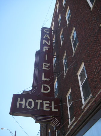 Canfield Hotel : Outside of hotel