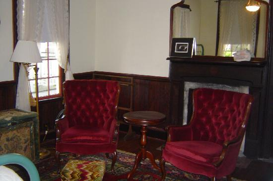 House of Tartts: sitting room of the Queen Suite