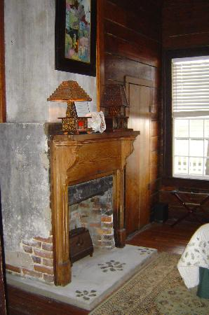 House of Tartts: fireplace in the bedroom of the Queen Suite