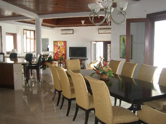 Sheriva Villa Hotel: The dining room, kitchen, and living room