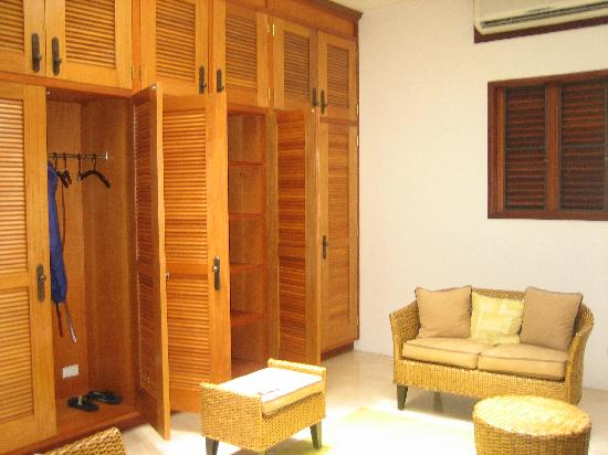 Sheriva Villa Hotel: The absudly large dressing room